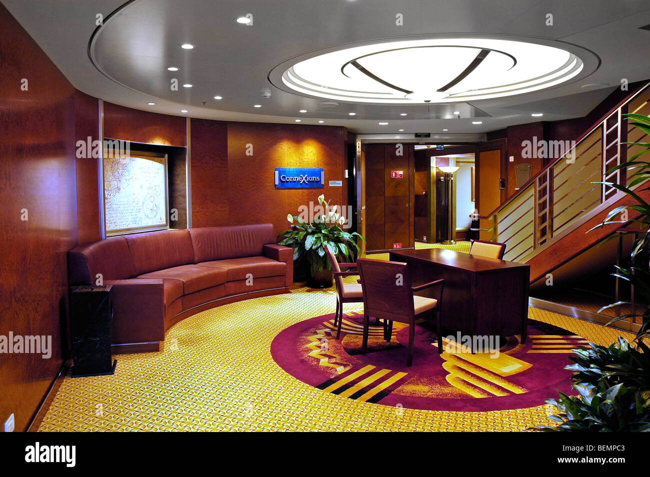 Connexions lounge, Queen Mary 2 cruise ship - Stock Image