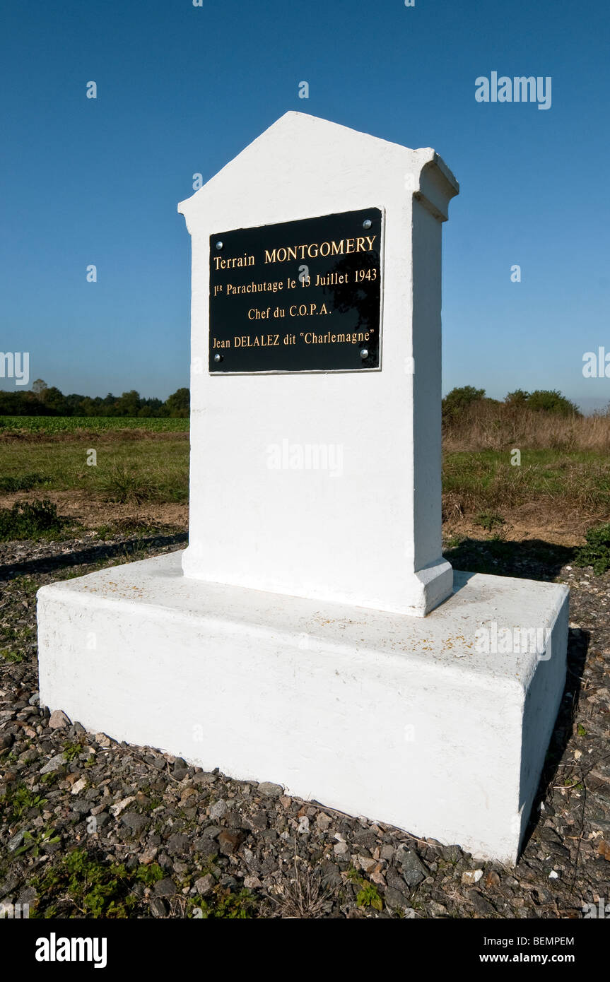 Memorial stone celebrating WW2 parachute drop on 'Terrain Montgomery' - Obterre, Indre, France. - Stock Image