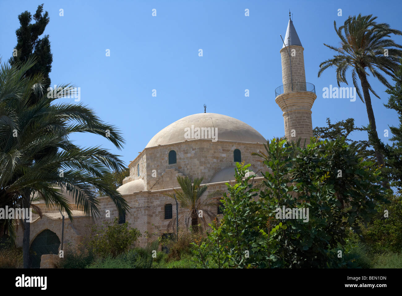 hala sultan tekke mosque larnaca republic of cyprus the umm haram mosque is the third holiest place in the muslim - Stock Image