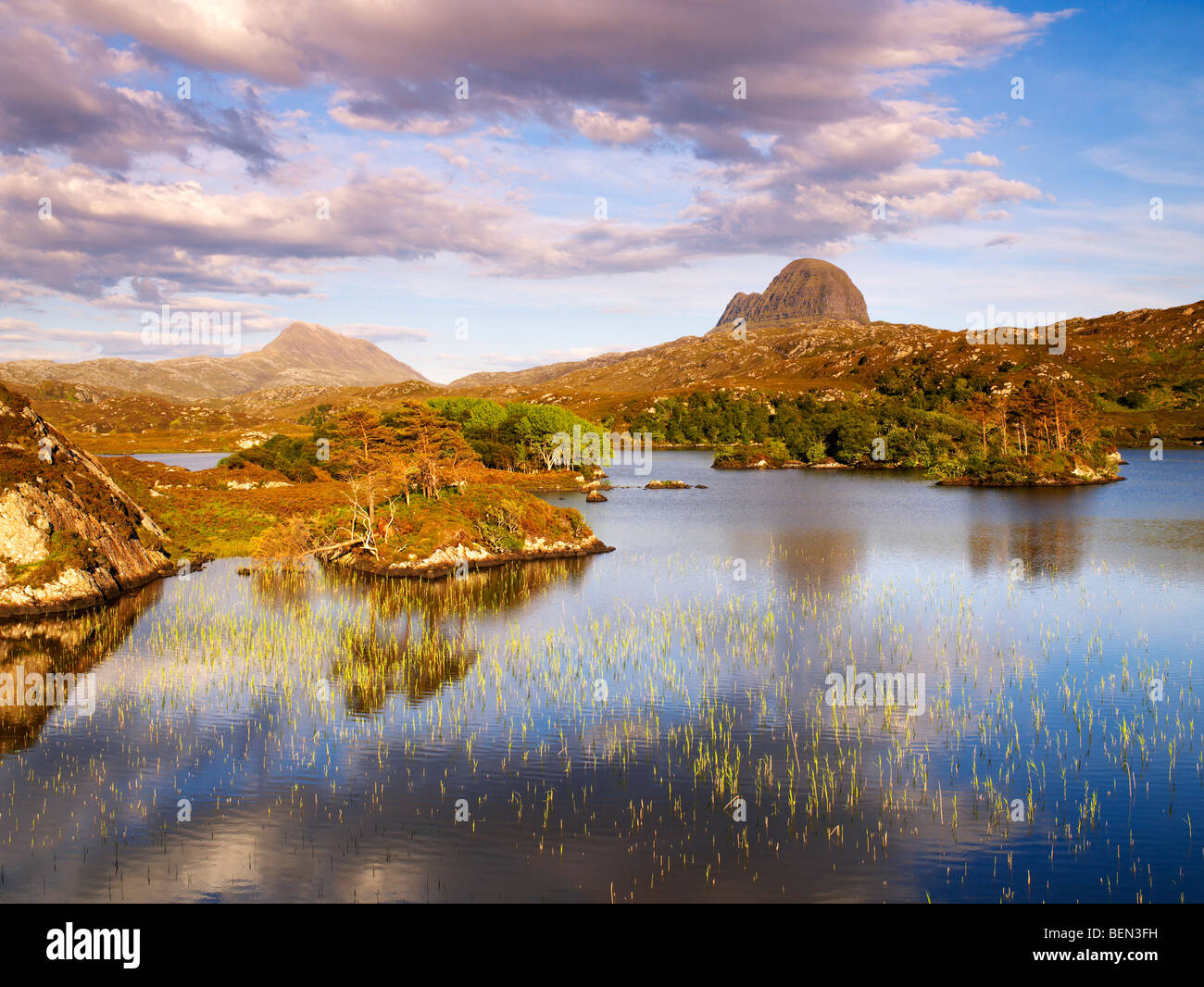 Scotland, Sutherland, Loch Druim Suardalain, Canisp (L) & Suilven (R) Stock Photo