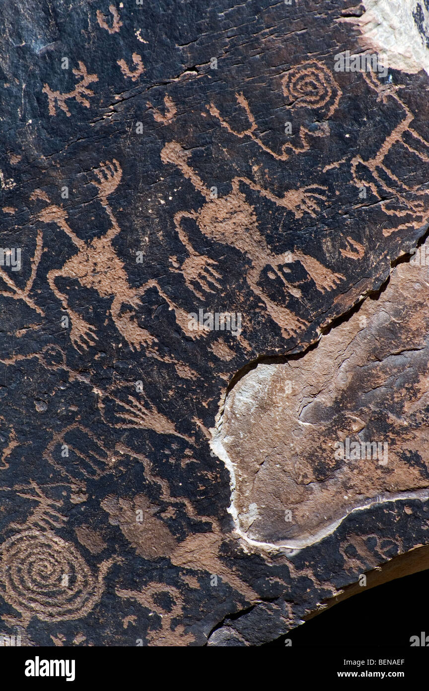 Newspaper Rock showing Anasazi Indian petroglyphs in the Petrified Forest National Park, Arizona, USA - Stock Image