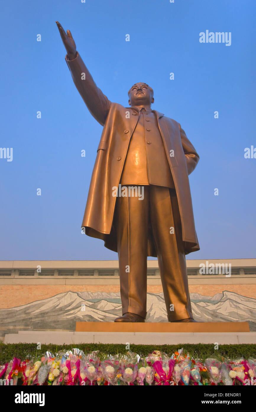 Bronze statue of former President Kim Il-Sung, Pyongyang, North Korea - Stock Image