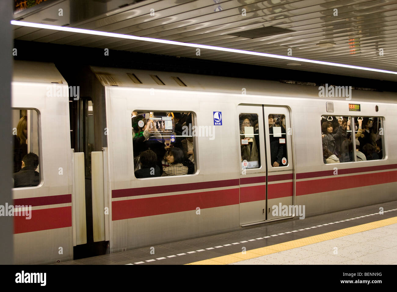 Tokyo Metro filled with passengers on rush hour - Stock Image