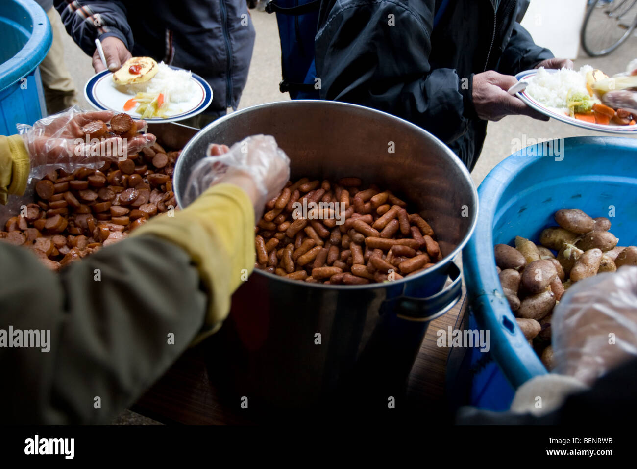 Approximately 700 homeless men attend a soup kitchen run by a Korean Christian church, in Ueno Park, Tokyo, Japan - Stock Image
