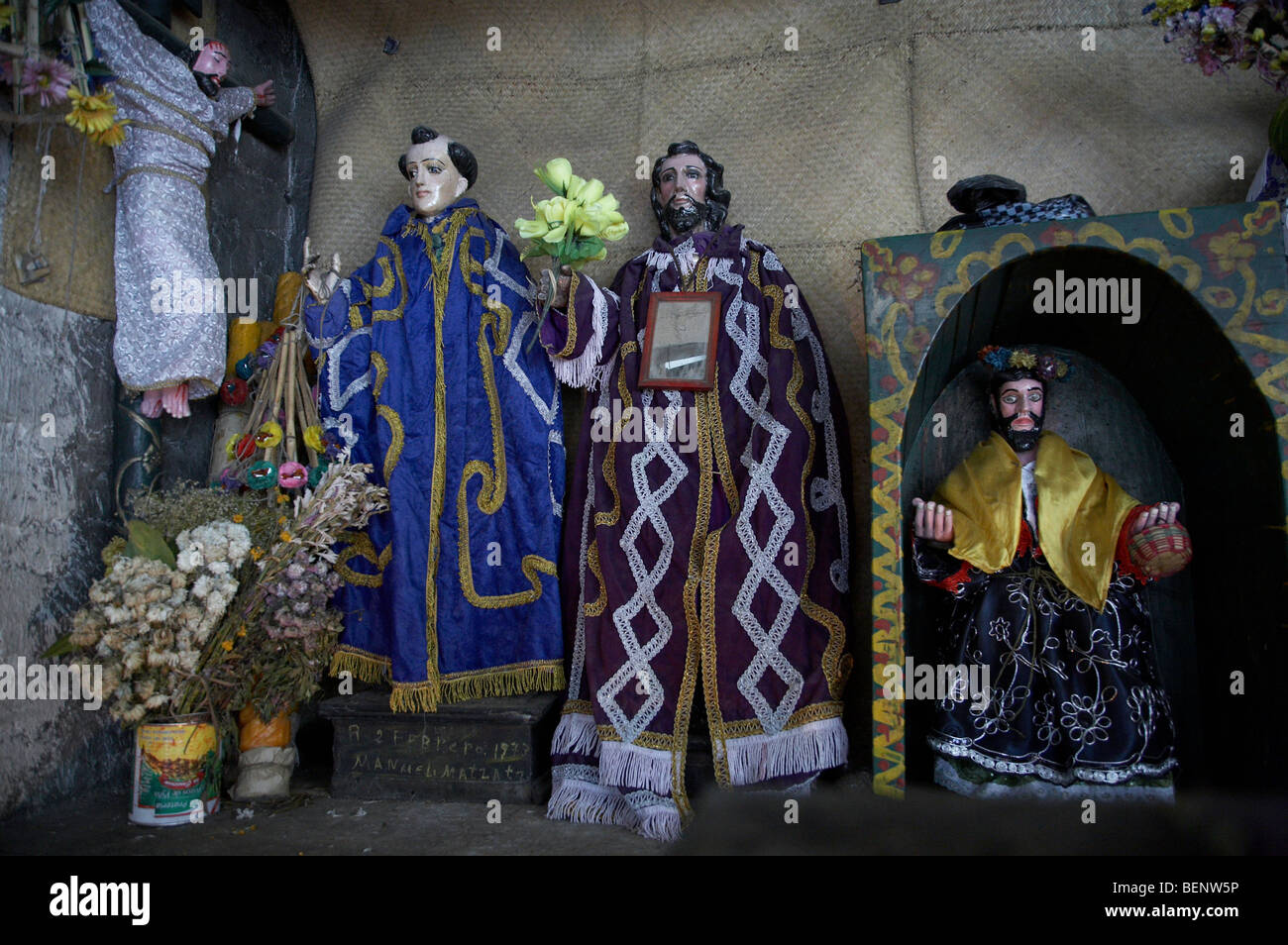 GUATEMALA Statues of saints in Mayan chapel, San Andres, El Quiche. PHOTOGRAPH by SEAN SPRAGUE - Stock Image