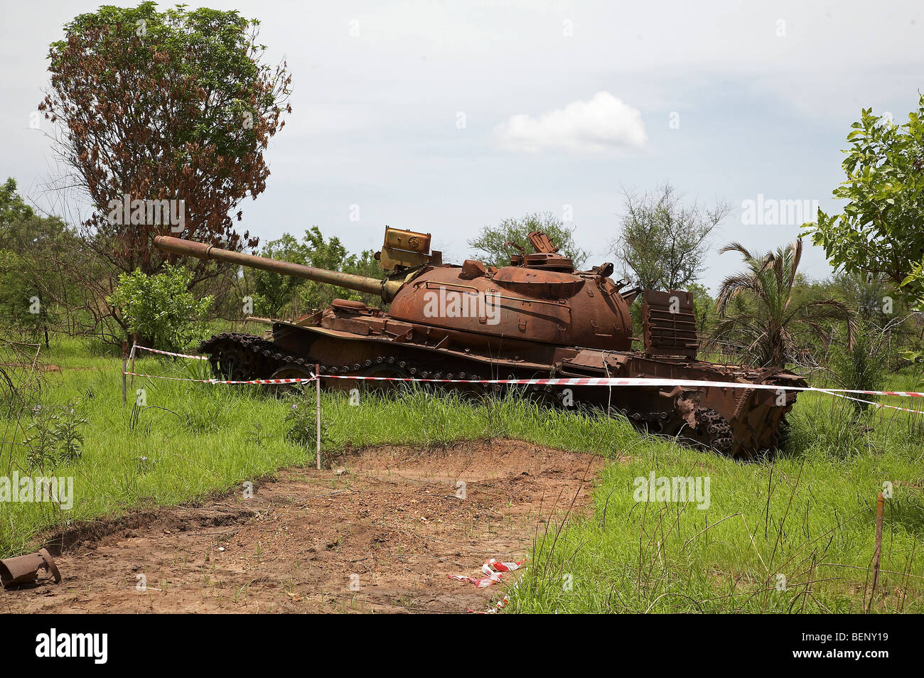 SOUTH SUDAN Abandoned army tank on the road between Juba and Yei. PHOTO by SEAN SPRAGUE 2008 - Stock Image