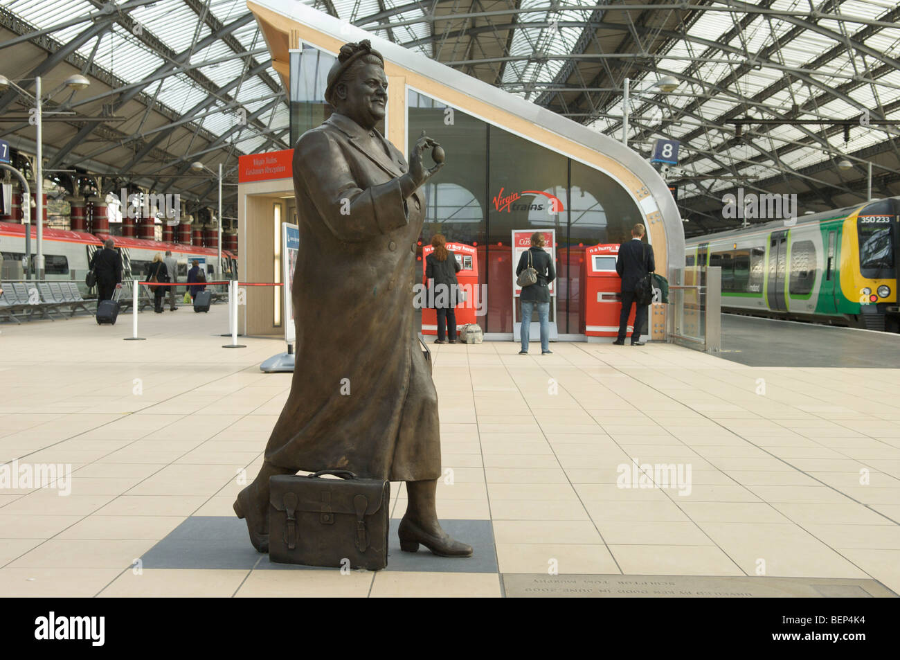 Statue of Bessie Braddock MP on Liverpool Lime street station - Stock Image