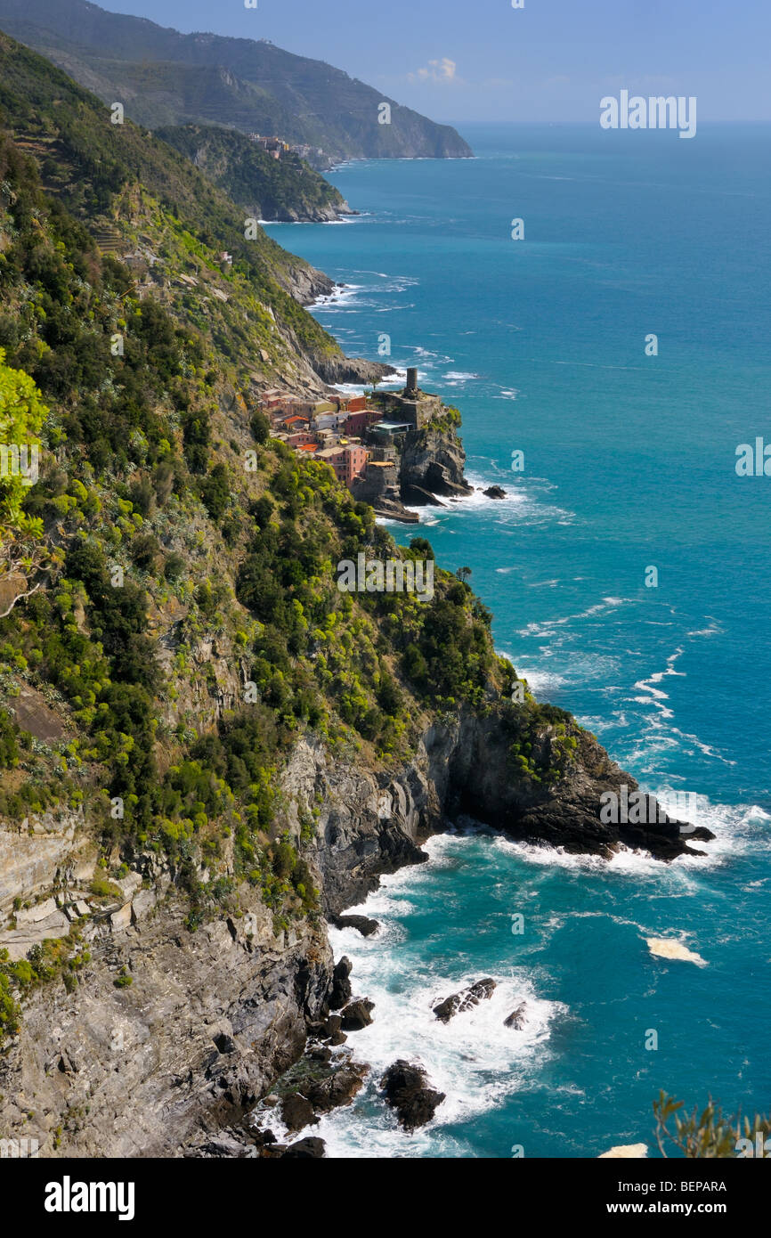 View onto the small village of Vernazza in the Cinque Terre National Park, Liguria, Italy. Stock Photo