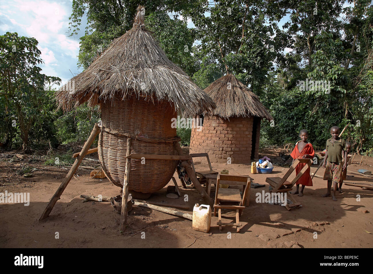 UGANDA Grain storage building, Kayunga District. PHOTO by SEAN SPRAGUE - Stock Image