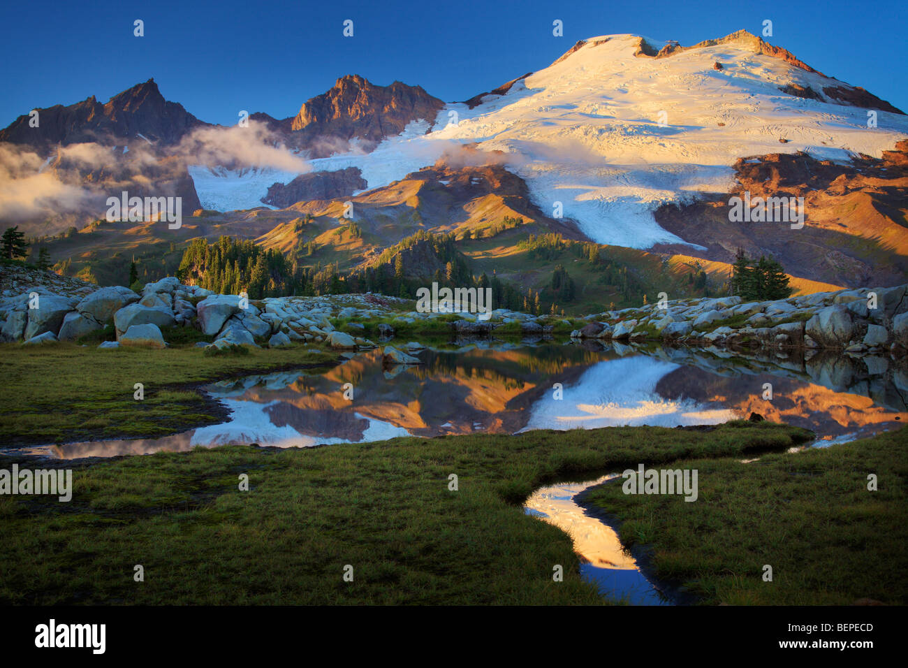 Mount Baker reflecting in tarn near Park Butte in the Mount Baker Wilderness - Stock Image
