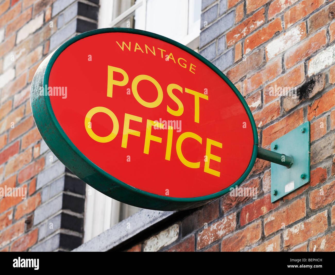 Post Office Sign, Close Up, Wantage, Oxfordshire, England, UK. - Stock Image