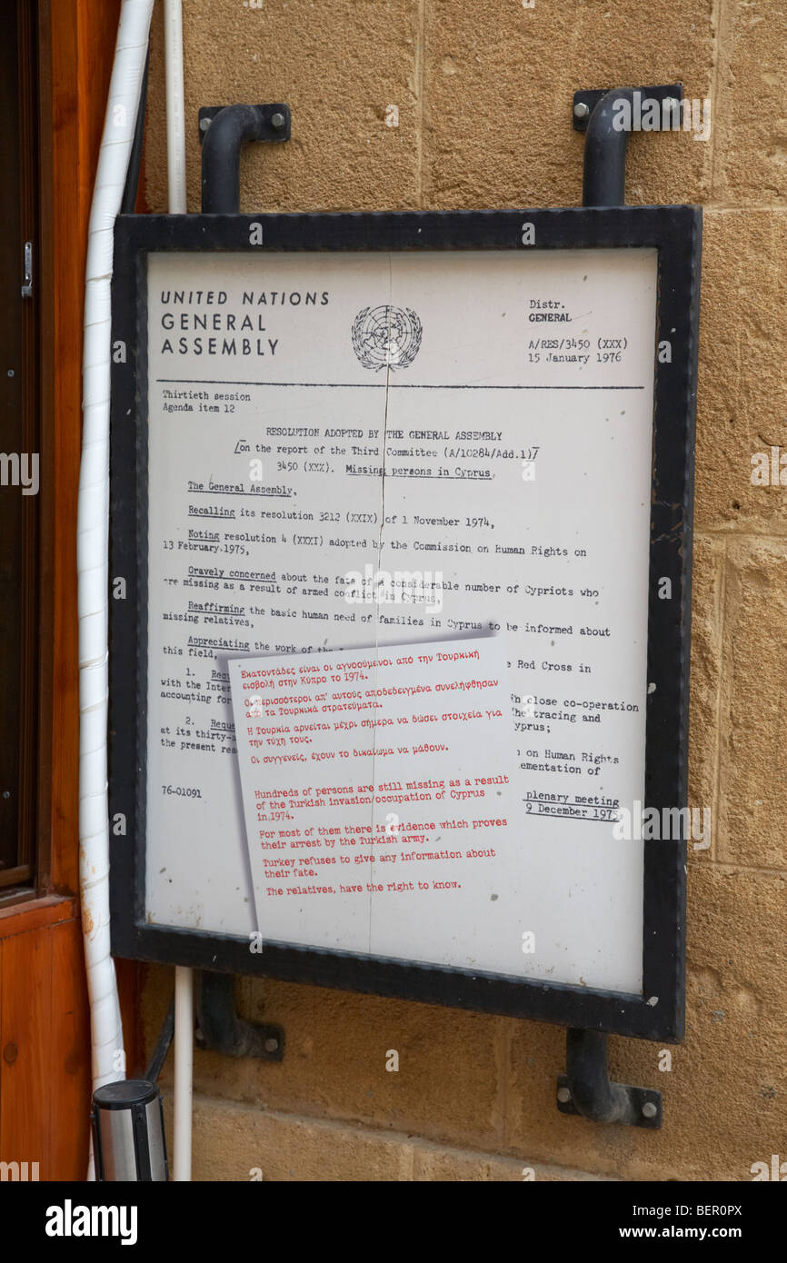 copy of the UN general assembly resolution about the missing persons in cyprus next to the crossing point on ledra - Stock Image