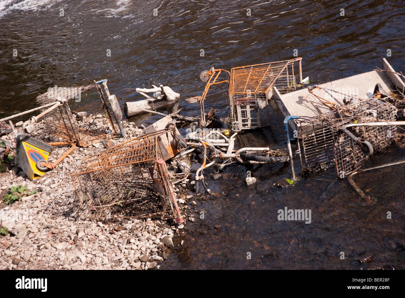 The Water of Leith river in Edinburgh city Scotland urban detritus - Stock Image
