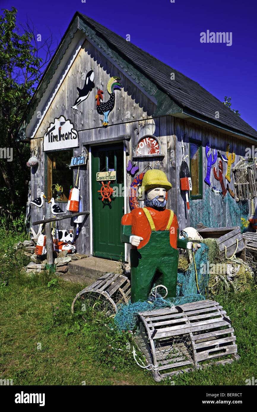 Interestingly decorated shed - the Timmon's Folk Art Store in Pleasant Bay in the Gulf of St Lawrence, Cabot - Stock Image