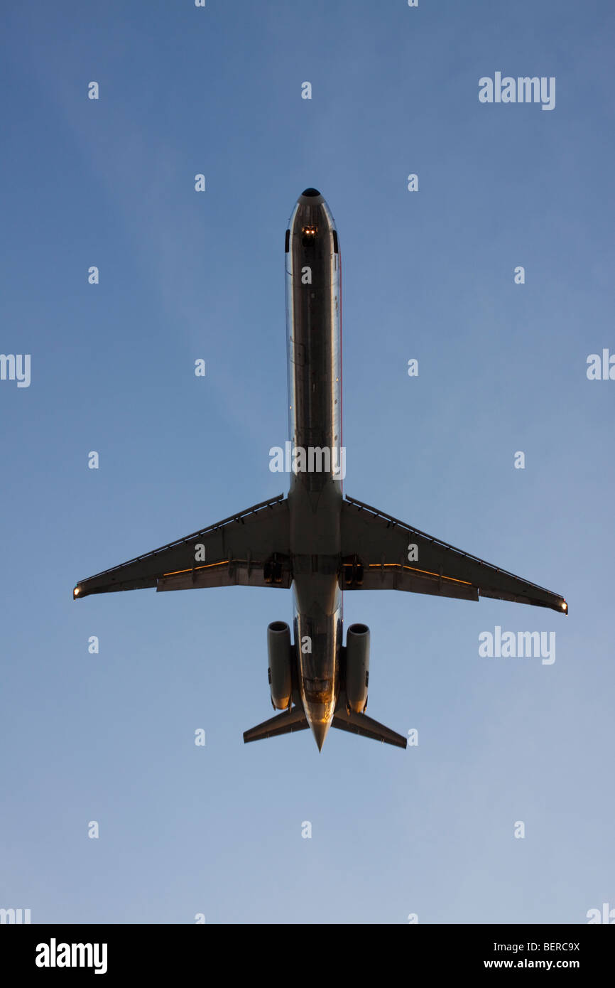 A jet plane lands at O'Hare International Airport in Chicago. - Stock Image