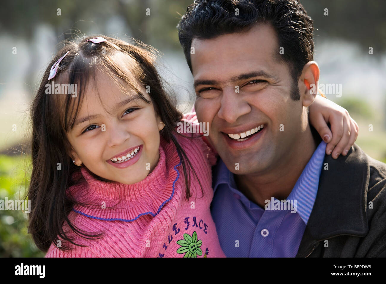 Father and daughter smiling - Stock Image