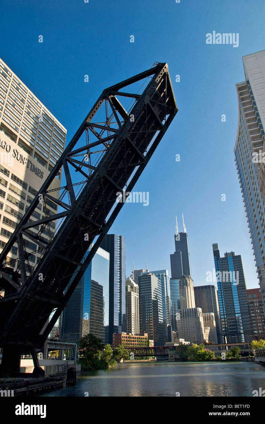 Chicago Drawbridge Stock Photos & Chicago Drawbridge Stock Images ...