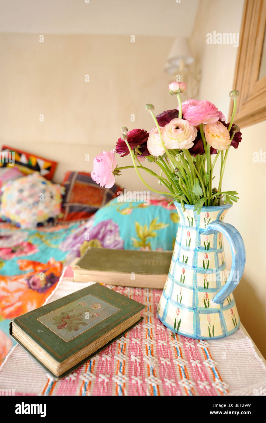 VASE OF FLOWERS IN A COTTAGE INTERIOR UK - Stock Image