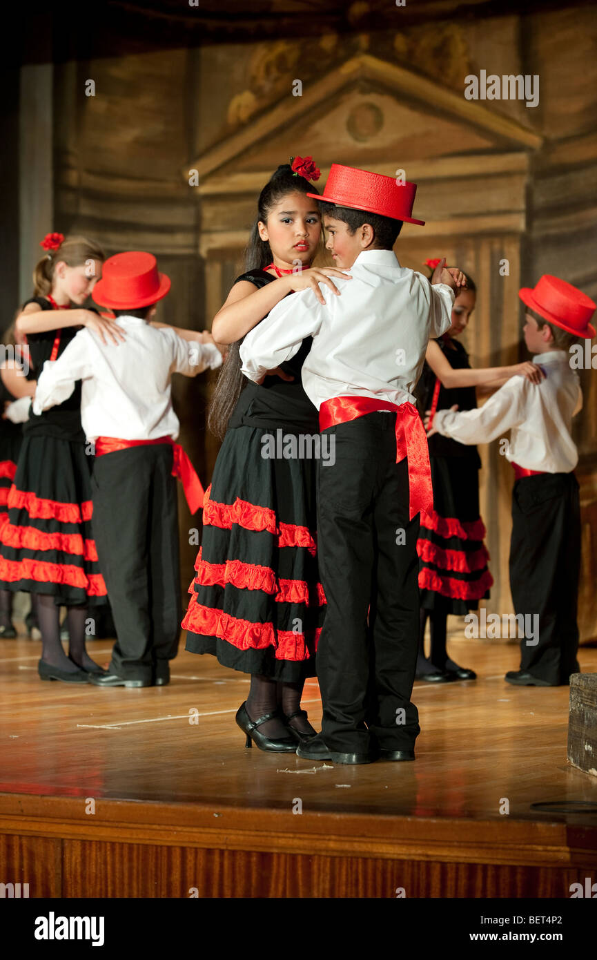 Students of the Junior school performing 'The Royal Dance' at St George's School, Cape Town, South Africa - Stock Image