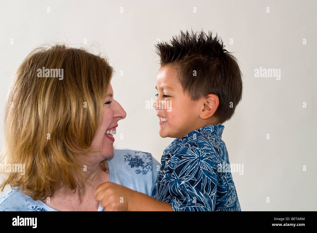 40 year old woman dating a 50 year old man