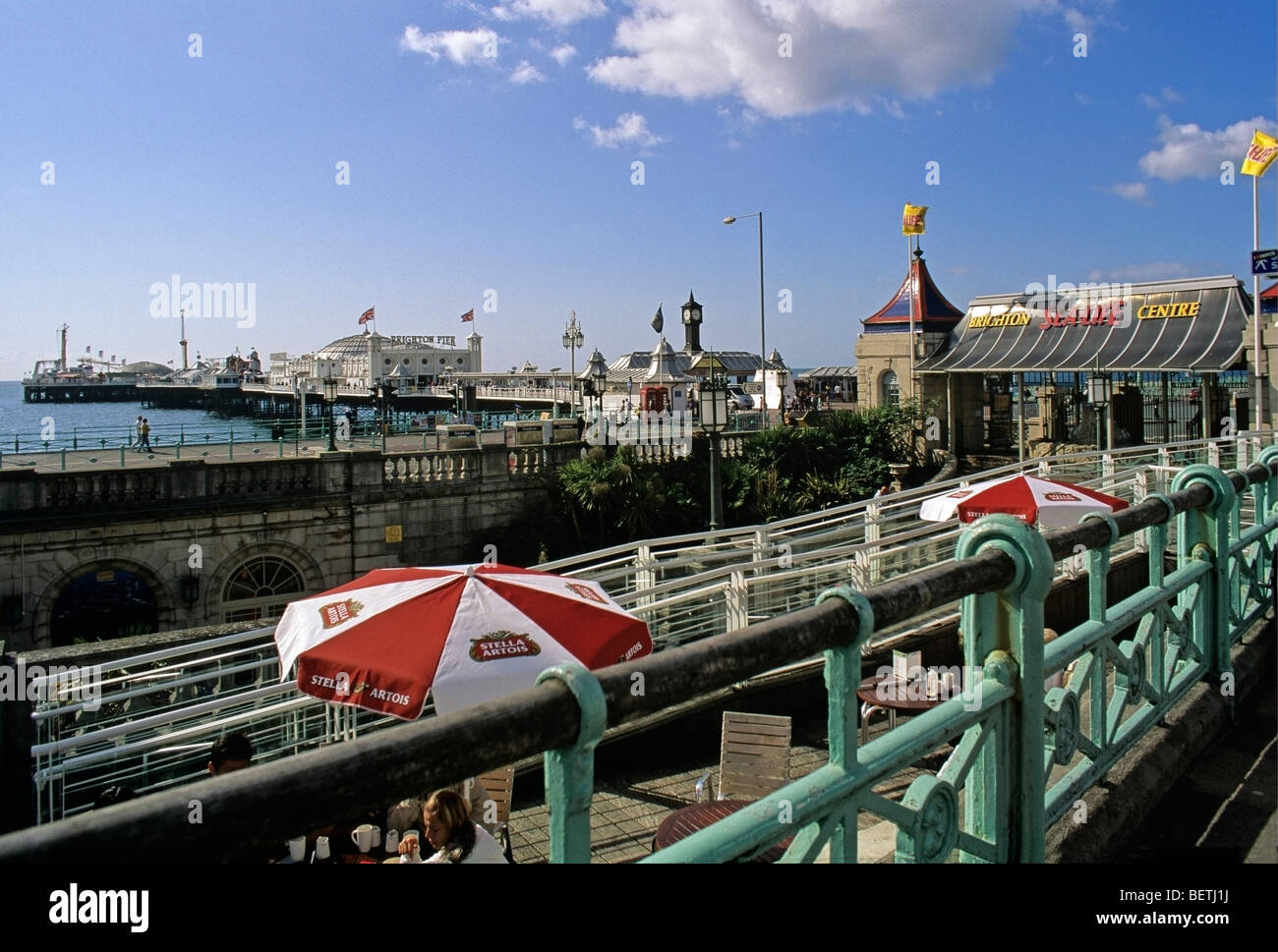 Café by the entrance to the Brighton Sea Life centre towards the Palace Pier and promenade - Stock Image