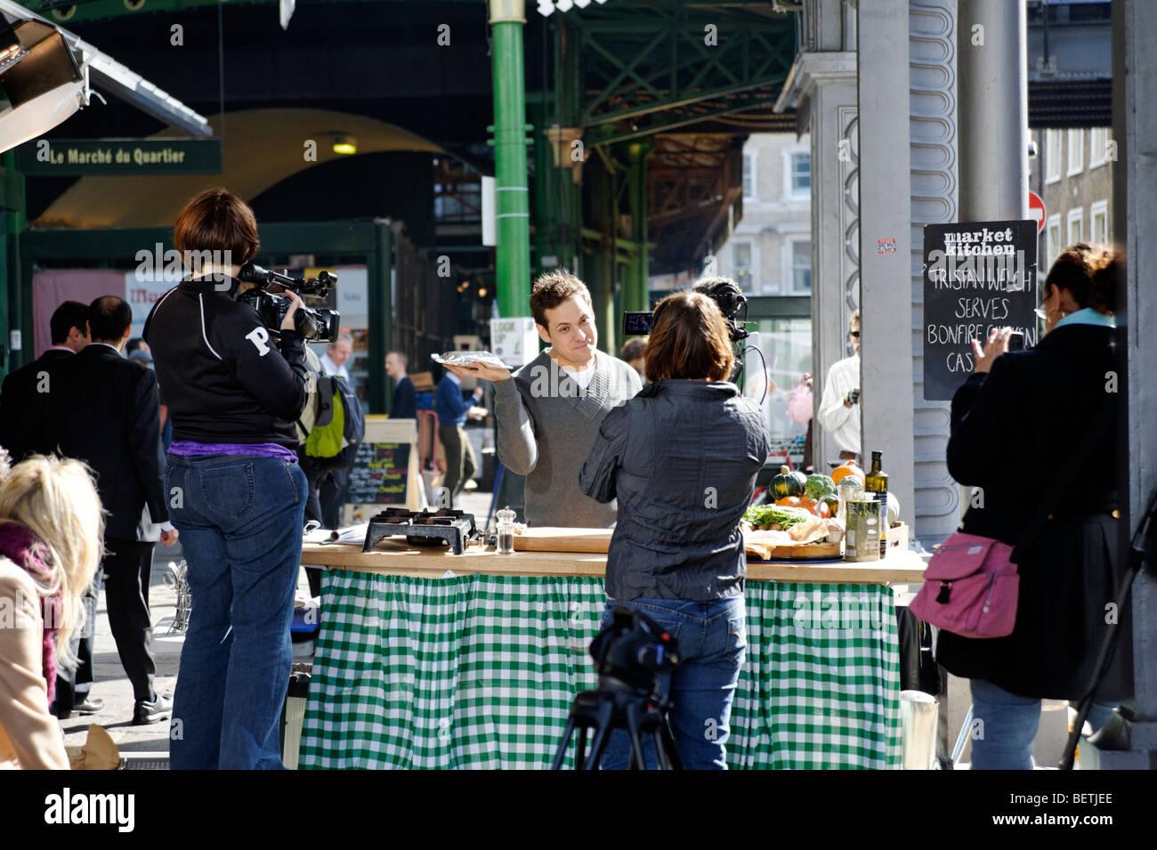 Tristan Welch presenting 'Market kitchen' TV program for UKTV Good Food channel. Borough Market. London. - Stock Image