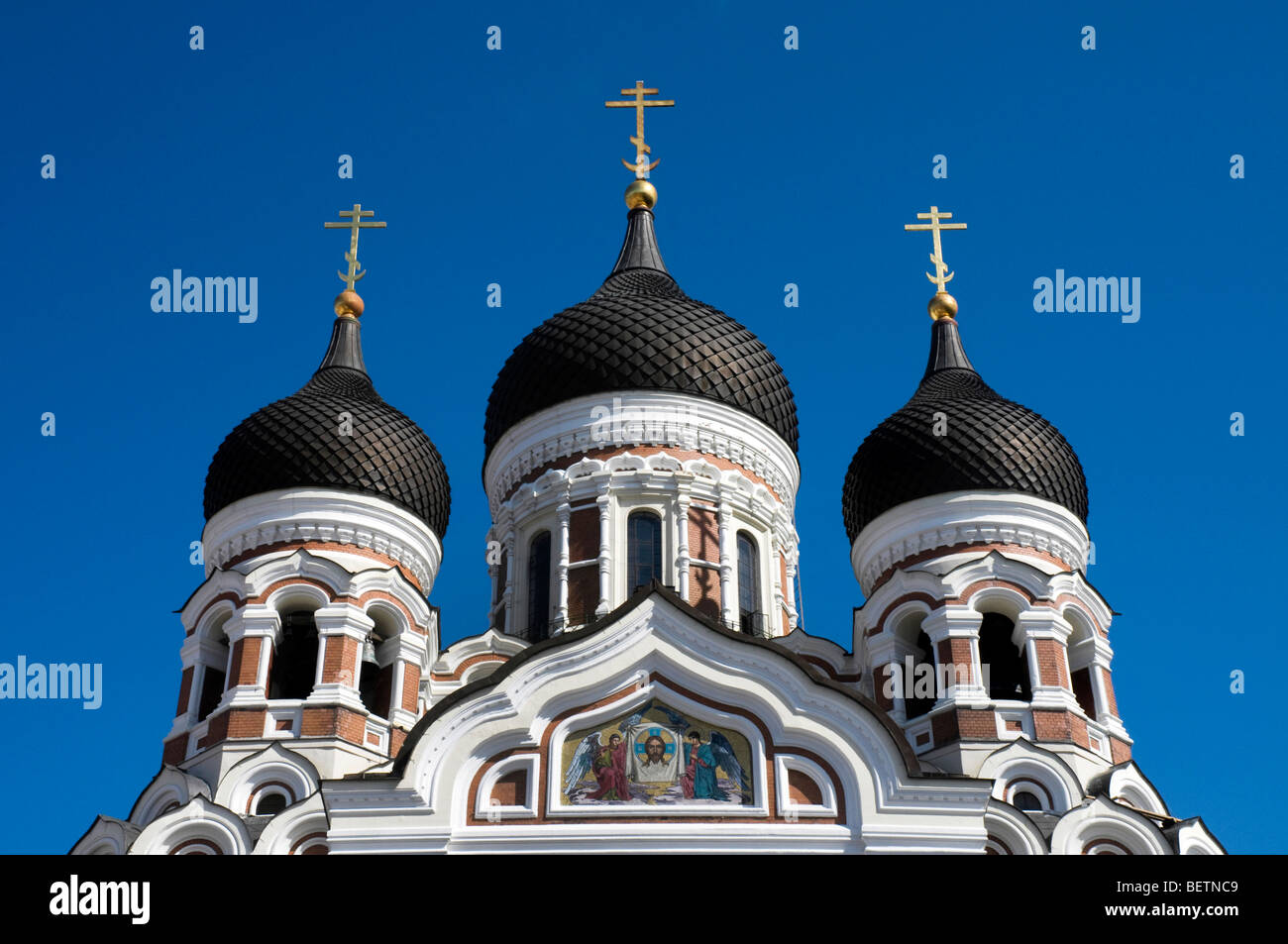 The onion-shaped cupolas of the Russian Orthodox Cathedral Alexander Nevsky, Tallinn, Estonia - Stock Image