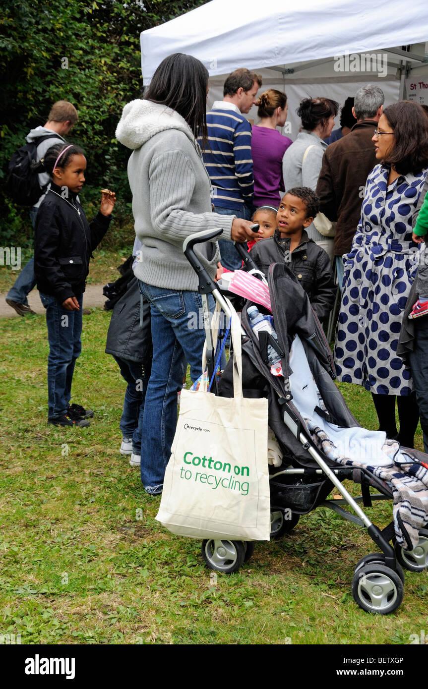 Family with reusable cotton bag - Stock Image