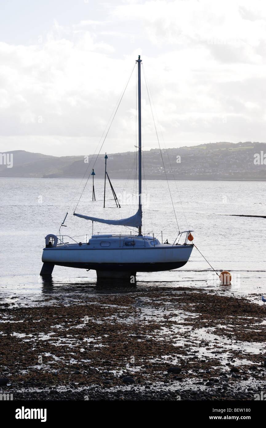 Boat left landlocked - Stock Image