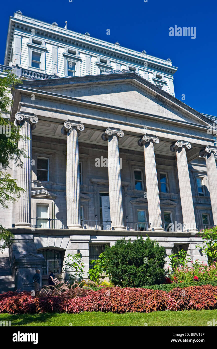 Edifice Lucien-Saulnier, Old Courthouse, Rue Notre-Dame, Old Montreal, Montreal, Quebec, Canada. - Stock Image