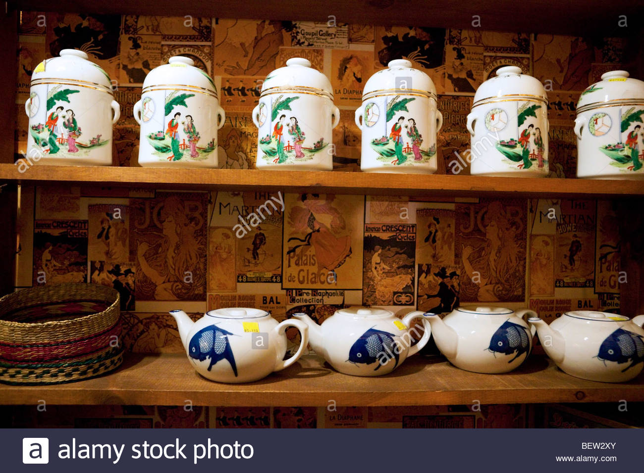 Chinese Teapots - Chinatown Trading Company at Fan Tan Alley, Victoria, B.C. - Stock Image
