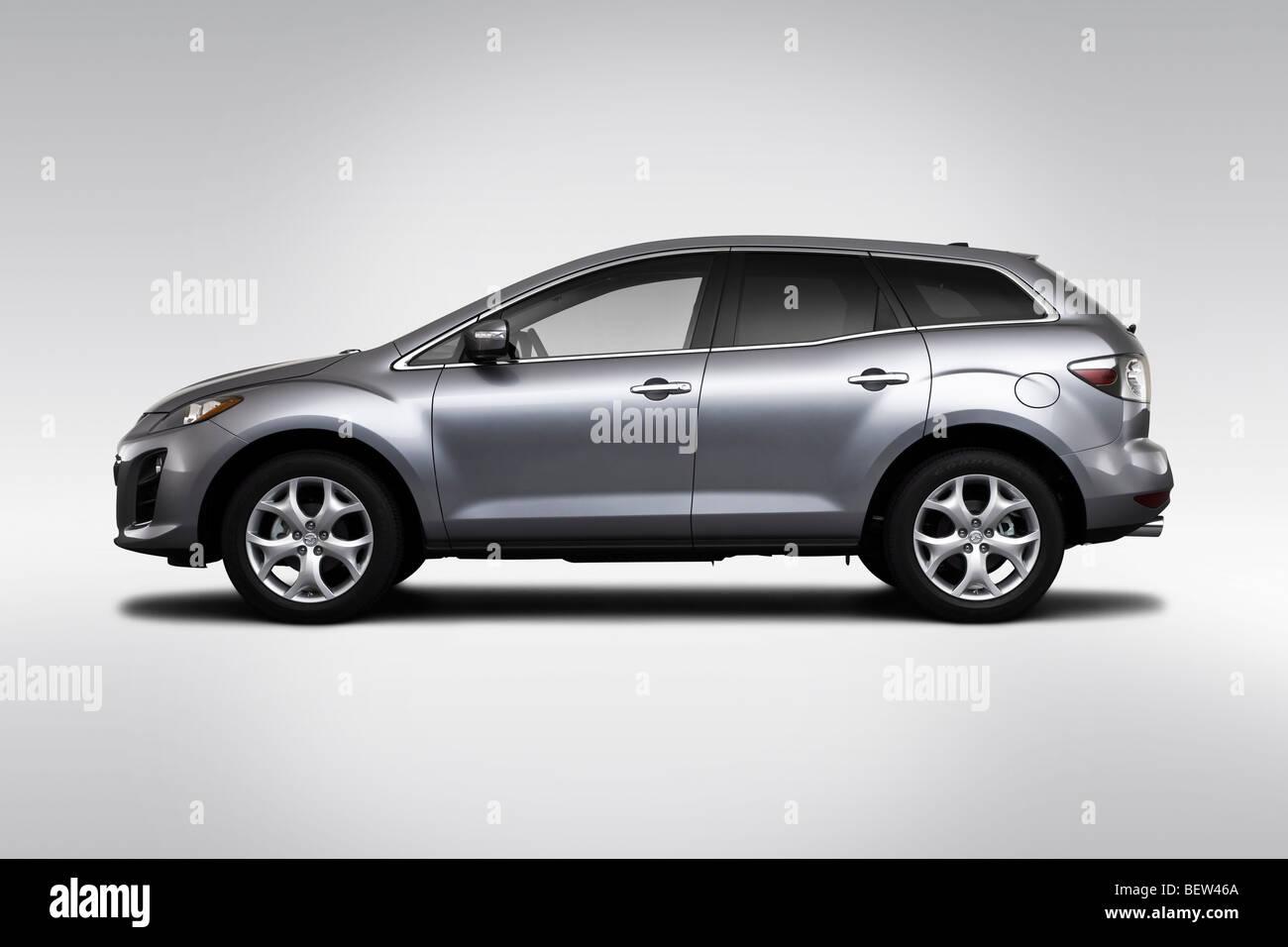 https://c8.alamy.com/comp/BEW46A/2010-mazda-cx-7-grand-touring-in-silver-drivers-side-profile-BEW46A.jpg