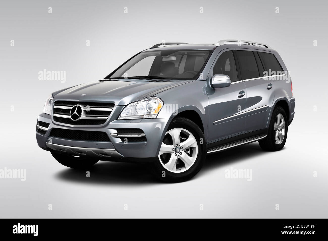 2010 Mercedes-Benz GL-Class GL450 in Silver - Front angle view