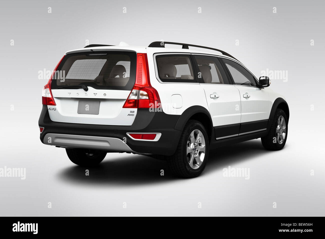 2010 volvo xc70 32 awd in white rear angle view BEW56H - 2010 Volvo Xc70 3 2