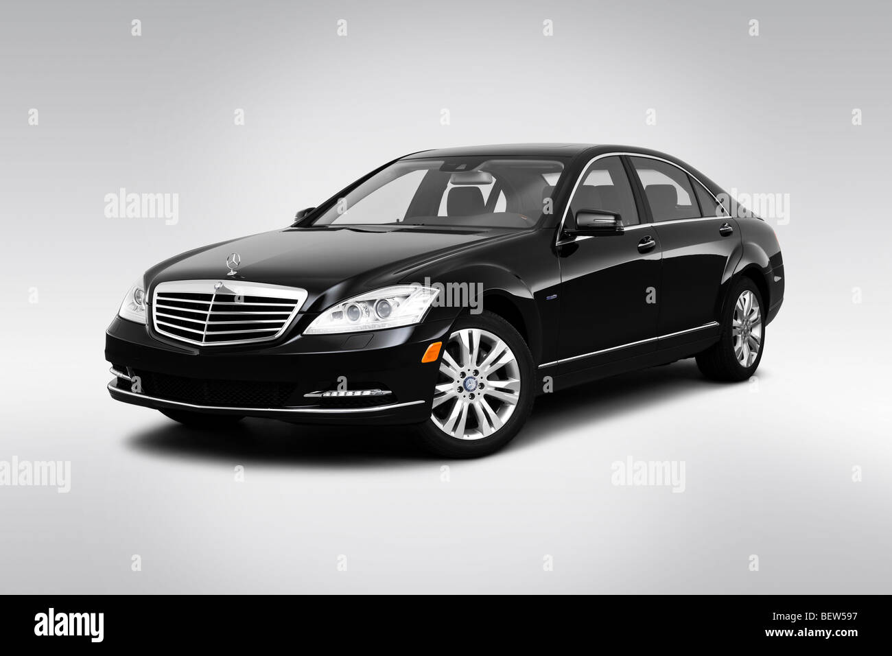 2010 mercedes benz s class hybrid s400 in black front angle view stock photo 26368531 alamy. Black Bedroom Furniture Sets. Home Design Ideas