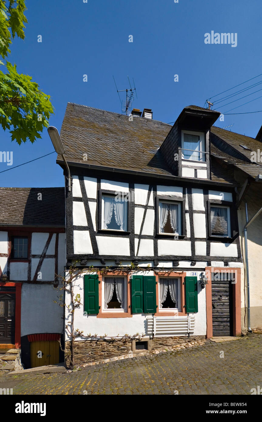 Half-timber house in Enkirch on the Moselle, Rhineland-Palatinate, Germany - Stock Image