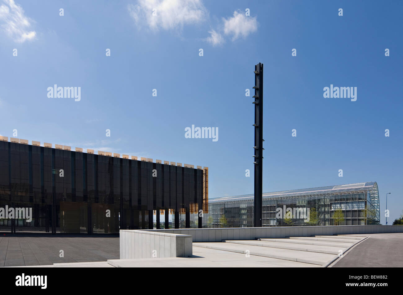 Square with stele in front of the European Court of Justice at the Kirchberg European Investment Bank Building Luxembourg - Stock Image