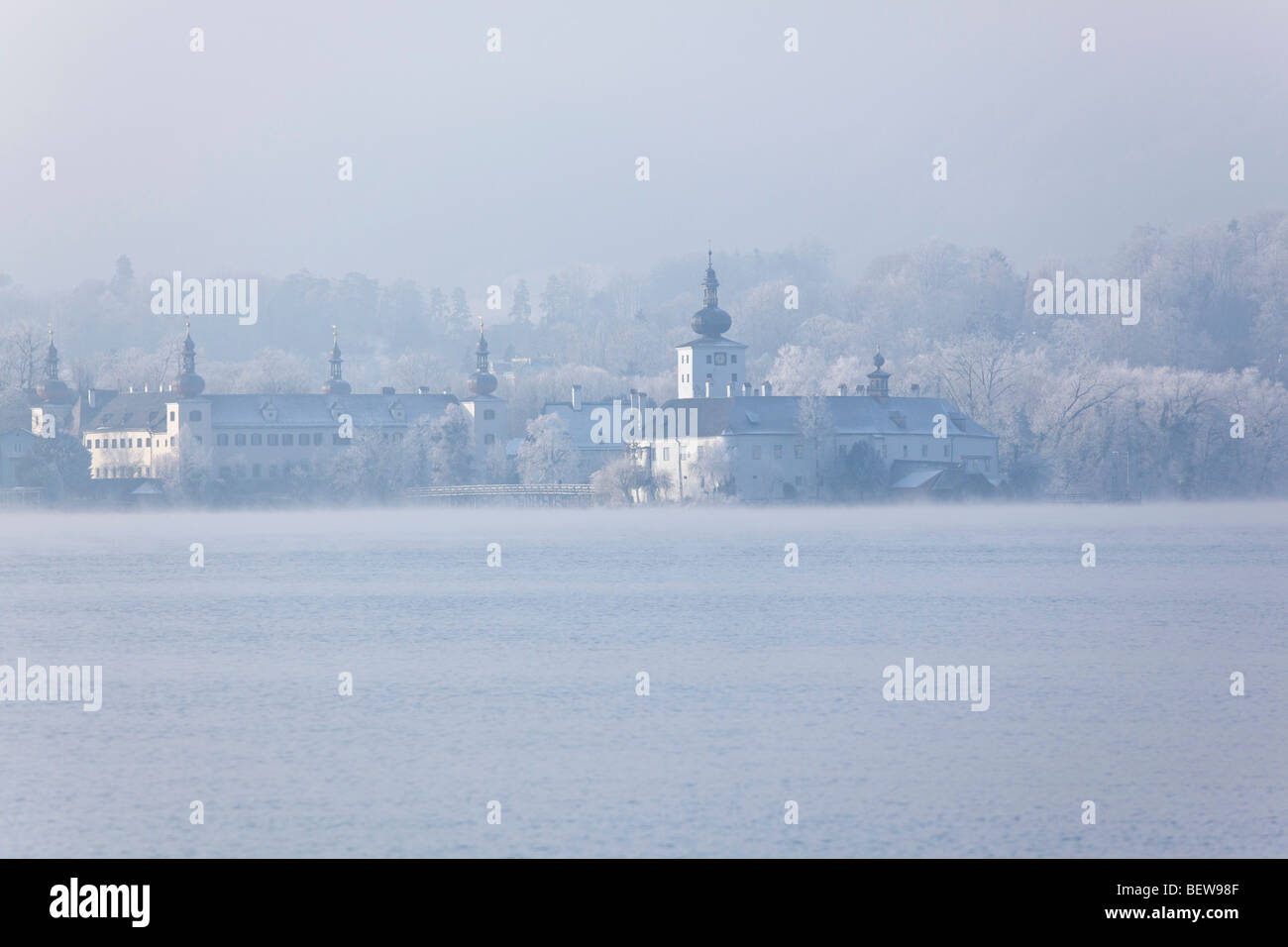 Traunsee and Castle Ort in foggy weather, Gmunden, Austria - Stock Image