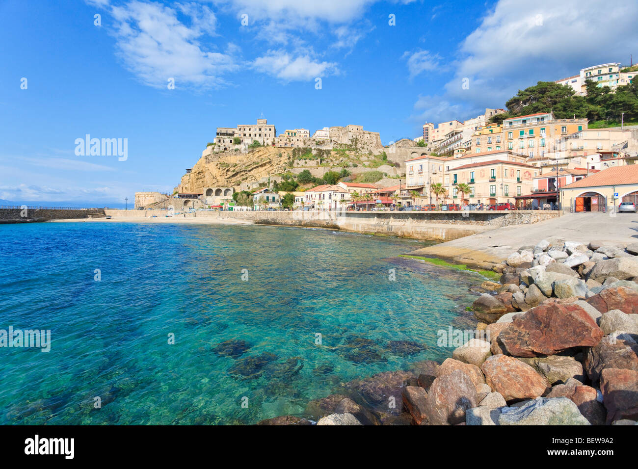Beach of Pizzo, Castello Aragonese in the background, Calabria, Italy - Stock Image