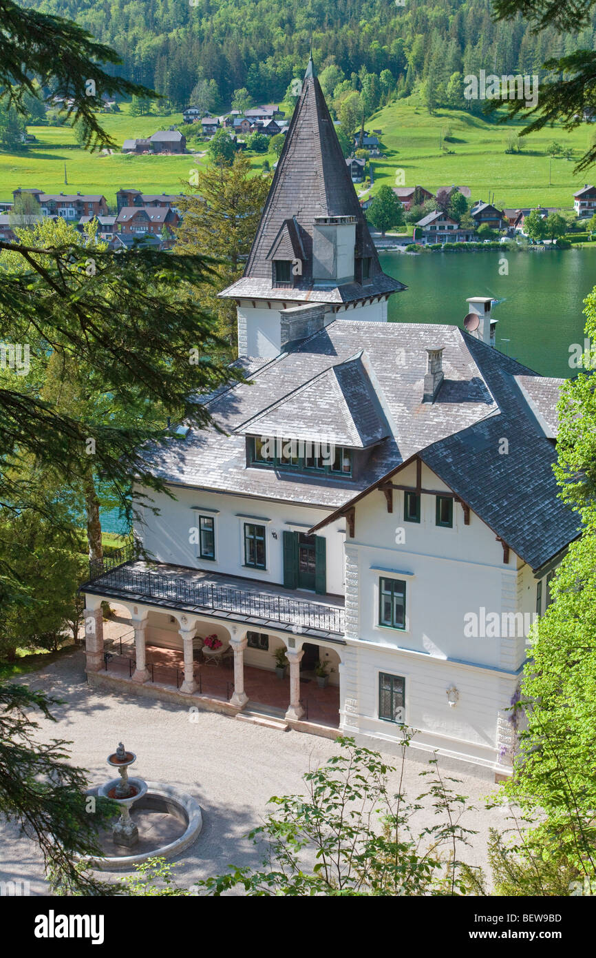 Villa on the lakefront of the Lake Grundl, Bad Aussee, Styria, Austria, high angle view - Stock Image