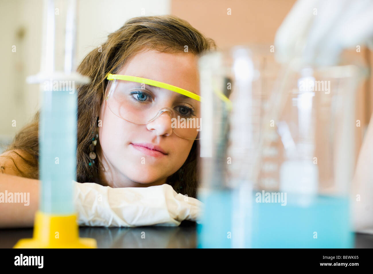 Student doing a scientific experiment in a laboratory - Stock Image