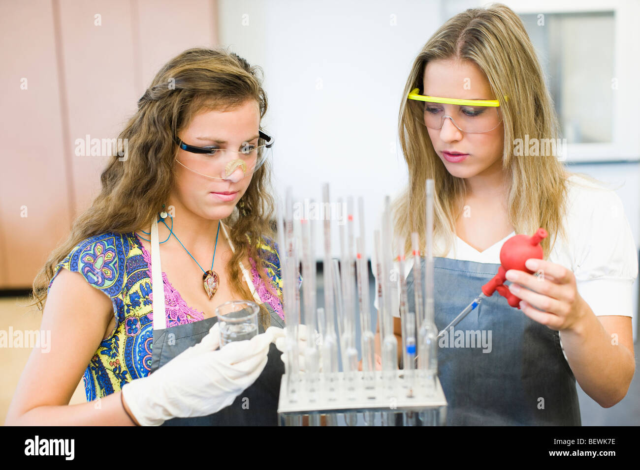 Students doing scientific experiment in a laboratory - Stock Image