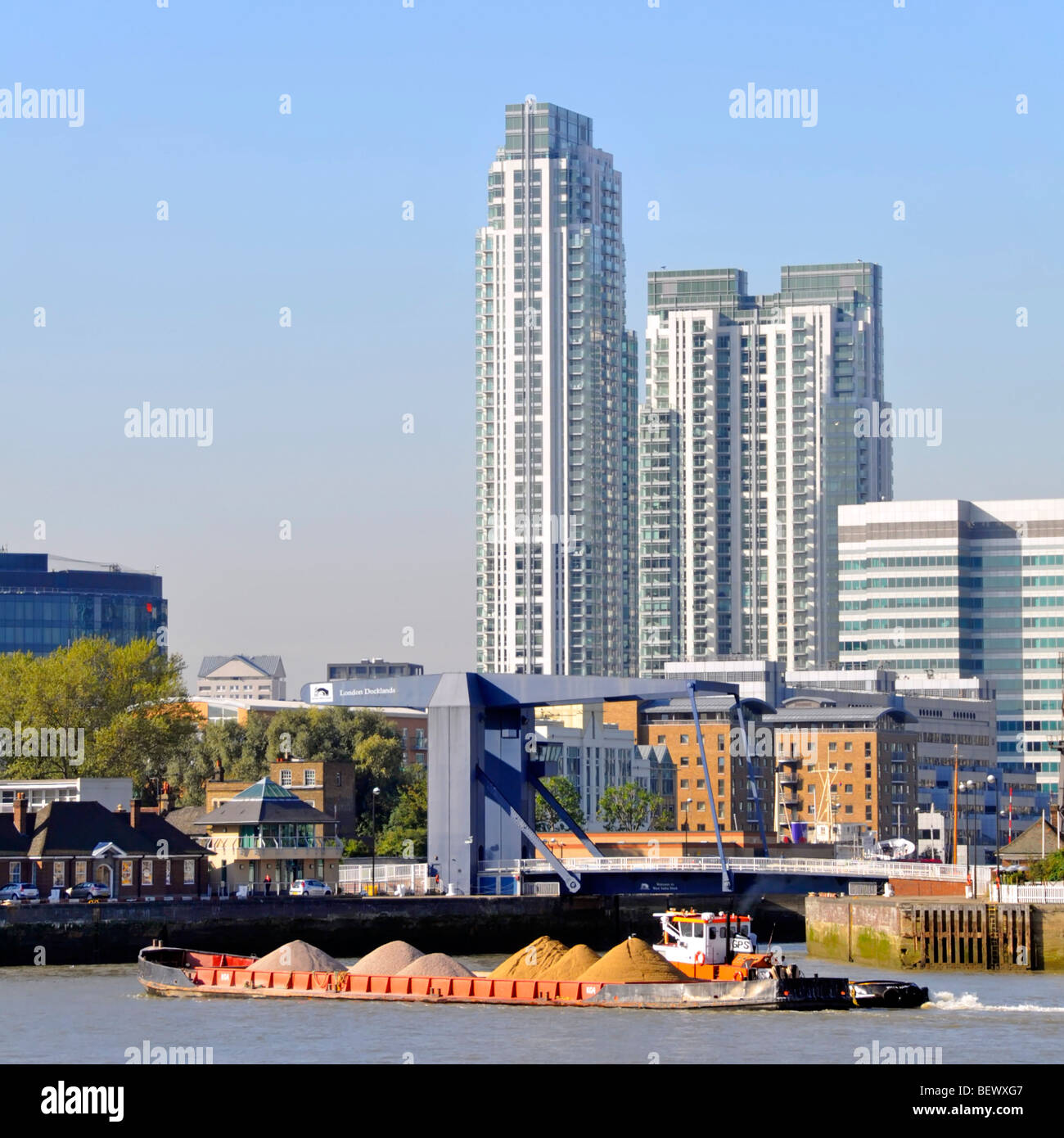 Kirby Station Apartments: Tug Boat Barge Transport Stock Photos & Tug Boat Barge