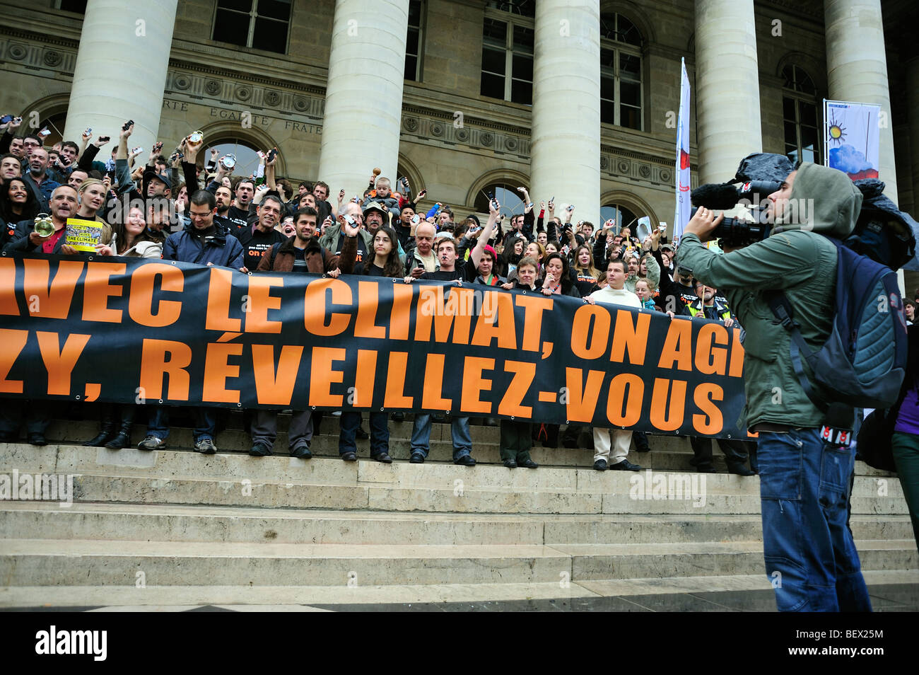 Paris, France, Crowd Holding Demonstration Flash Mob of French Environmentalists to Wake up French President, Green - Stock Image