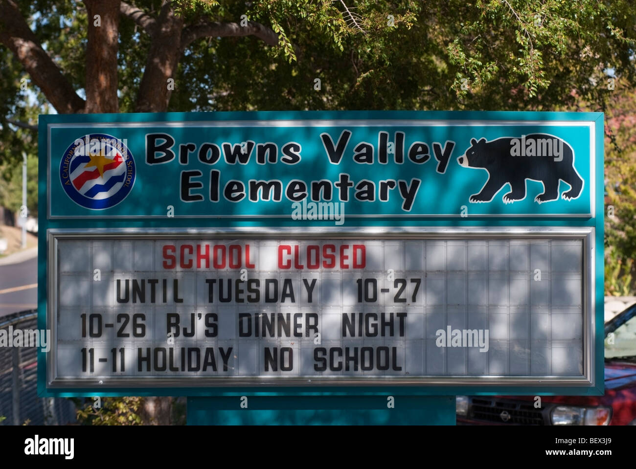 Browns Valley Elementary School Closed after a 6 year-old 1st grade student died of Swine Flu in Vacaville, California. - Stock Image