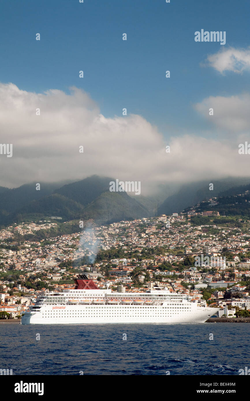 The Pullmantur cruise liner 'Pacific Dream' arrives in Funchal, Madeira - Stock Image