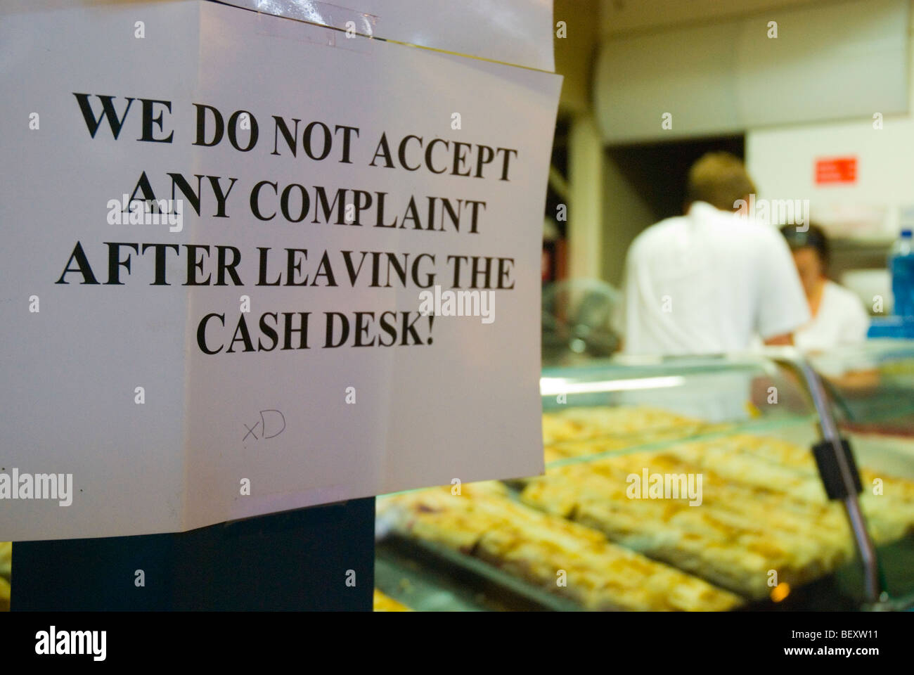 No complaints accepted after leaving the counter sign at a bakery - Stock Image
