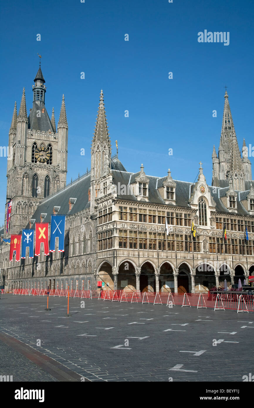 Cloth hall and market square in Ypres - Stock Image