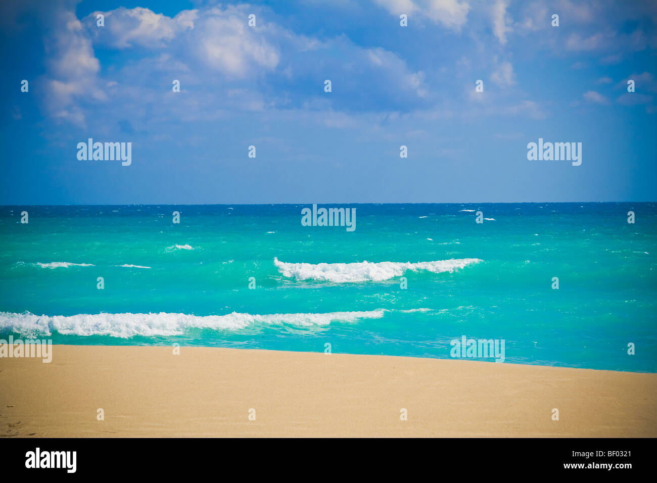 Stunning blue ocean at Miami beach. South beach, Miami, Florida, USA. - Stock Image