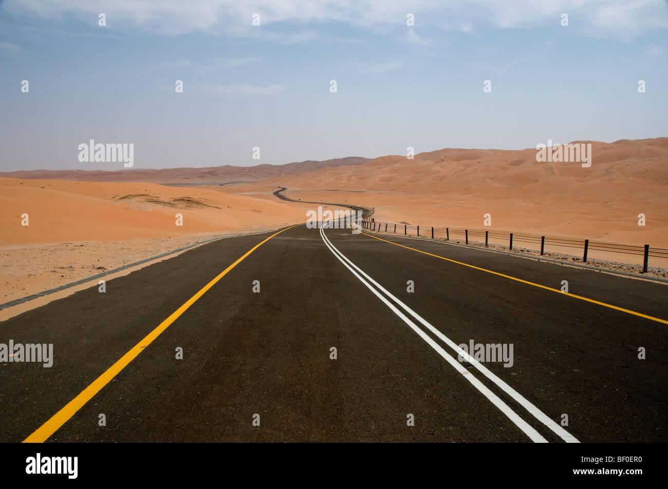 Desert road in Liwa, Abu Dhabi, UAE - Stock Image
